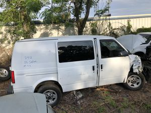 2005 GMC Safari 4.3 (Only For Parts) for Sale in Orlando, FL