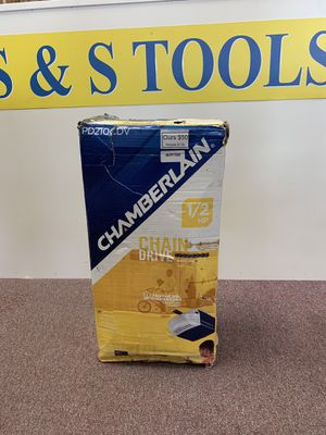 New 1/2HP chamberlain garage door opener - model PD210CDV for Sale in Waltham, MA