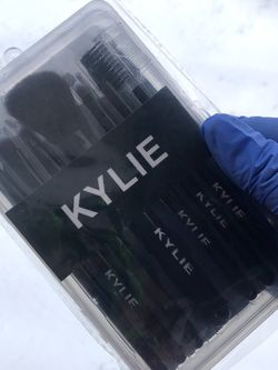 Kylie Make Up Brushes for Sale in Bay Shore,  NY
