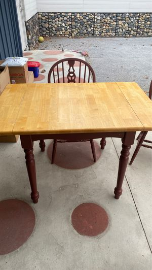 Kitchen Table and chairs for Sale in Long Beach, CA