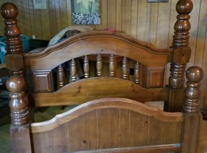 Queen size real wood bed frame no rails for Sale in Leesburg, AL