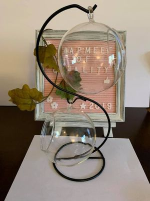 Glass Vase Hanging Plant Terrarium with S Shape Metal Stand 2 Globe. for Sale in Pico Rivera, CA