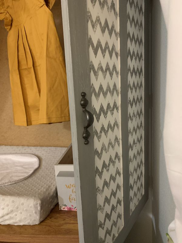 Changing table/ armoire