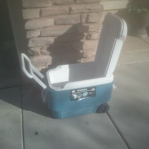 Igloo Ice Chest Cooler 40 Qt for Sale in Gilbert, AZ
