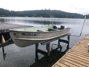 12 foot aluminum boat and trailer for Sale in Snohomish, WA