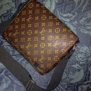louis vuitton hand bag for Sale in Kent, WA