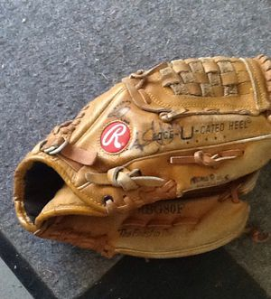 Rawlings ball glove for Sale in Hazelwood, MO