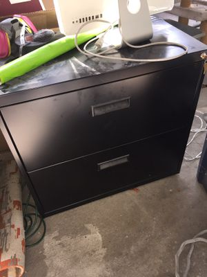 Filing cabinet that locks with key for Sale in Los Angeles, CA