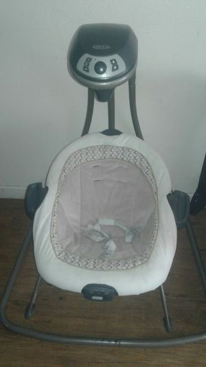 Graco baby swing for Sale in Fresno, CA