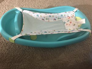 New born to toddler bath tub for Sale in Omaha, NE
