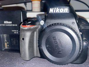 Nikon D3300 body for Sale in Kansas City, MO