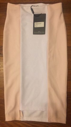 NWT peach/pink and white stretch pencil skirt size 2 for Sale in Mount Rainier, MD