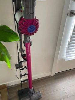 Dyson V6 Vacuum for Sale in Issaquah,  WA