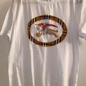 Burberry Tshirt for Sale in Renton, WA