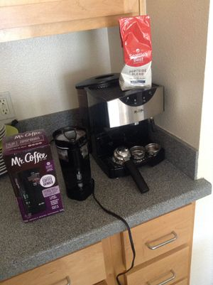 Coffee blender + pump expresso and cappuccino maker - Mr Coffee Brand for Sale in Berkeley, CA