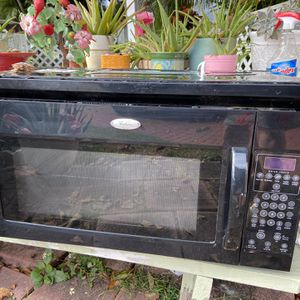 "Microwave, over the range, ""Whirlpool "" -Good condition, beaut piece, great price! Meas, 30 x deep 26 x high 17 Final price $55 Hurry at thus price i for Sale in Miami, FL"