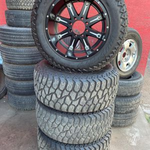 RINES PARA HUMMER 20x10 8 LUG WITH TIRES 35/1250/20 for Sale in Phoenix, AZ
