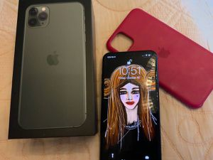 Apple iPhone 11 pro max factory unlocked for Sale in Riverside, CA
