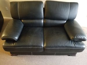 5 foot leather couch for Sale in Selma, CA