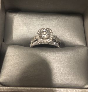 Wedding ring in Mint Condition 1-3/4 CT TW for Sale in Miami, FL