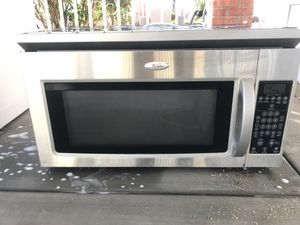 Whirlpool Top mount Microwave for Sale in El Centro, CA