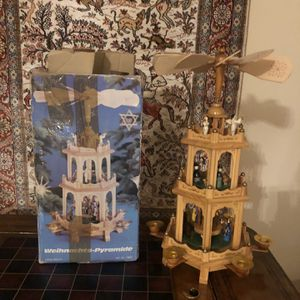 Vintage Weihnachts Pyramid # 7952. Excellent Condition . for Sale in Tampa, FL