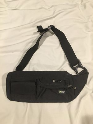 EOTW Fanny Pack Waist Bag Travel Pocket Chest Shoulder Bag Running Belt with Separate Pockets, Adjustable Band for Workout Vacation Hiking for iPhone for Sale in Union Park, FL