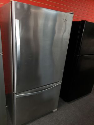"""Whirlpool 33""""wide bottom freezer refrigerator in excellent condition for Sale in McDonogh, MD"""