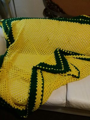 """6 1""w HAND KNITTED THROW BLANKET for Sale in Wilmington, DE"