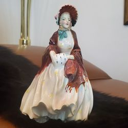 """Retired Vintage Royal Doulton England Bone China Figurine Her Ladyship 7.5"""" Tall HN1977 - Hairline crack on bottom for Sale in Normandy Park,  WA"""