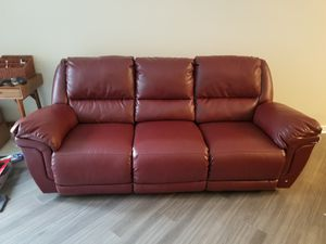 Burgundy Leather Couch for Sale in Silver Spring, MD