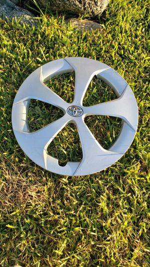 2011-2015 Toyota Prius hubcap for Sale in Costa Mesa, CA