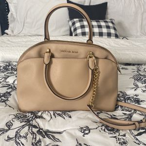 Large Michael Kors Bag for Sale in Hilliard, OH