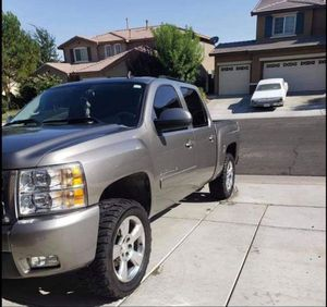 2007 Chevrolet Silverado Z71 4x4 LTZ crewcab for Sale in Hesperia, CA