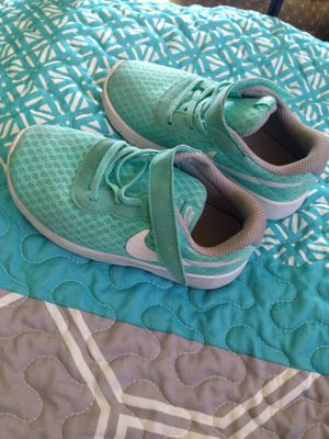 Turquoise Nike kids shoes 9c for Sale in Winter Haven, FL