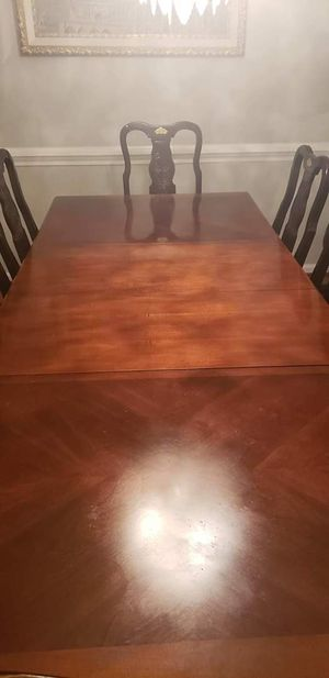 Dining room table for Sale in Richmond, VA