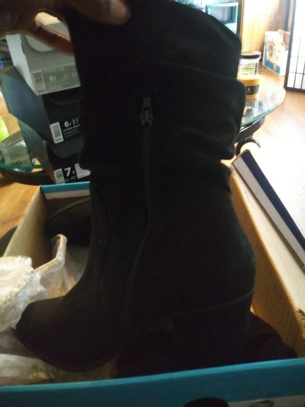 Size 8 1/2 black boot