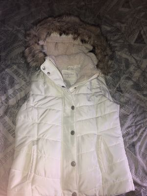 Aeropostale solid puffer vest for Sale in HOFFMAN EST, IL