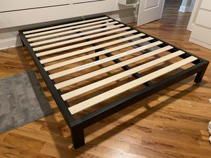 Zinus bed frame for Sale in Chicago, IL