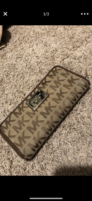Authentic Michael Kors wallet for Sale in Lancaster, CA