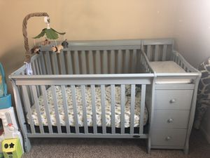 Dream on me crib/changing table for Sale in Montesano, WA