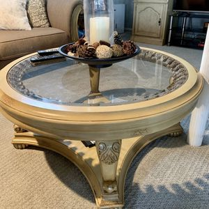 Cocktail Table for Sale in Macomb, MI