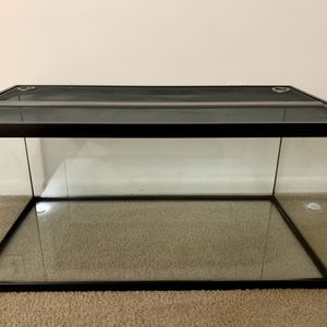 LiloBrandnew 40 Gallon Fish Tank ,it Includes Covers And Heating Lamp(zoo Med) With Bulbs for Sale in Newark, DE