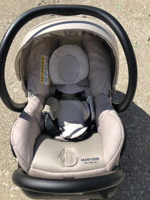 Maxi-Cosi infant car seat! New, never used. Perfect condition. Purchased for $250 and I'm selling it for half the price! for Sale in Riverside, IL