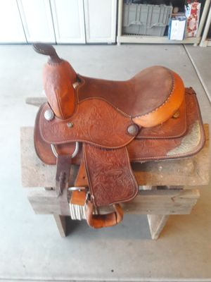 Older youth western style saddle for Sale in Surprise, AZ
