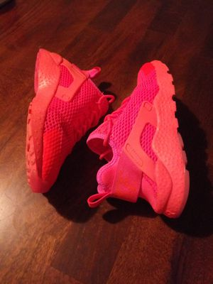 Nike Huaraches. Women size 5.5. Youth size 4. RARE crimson blast. TRADE or cash. Intercambio o cash. Check out all pics. 👍👌 Reflective neon color. for Sale in Phoenix, AZ