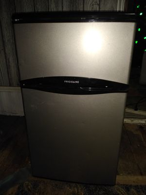 Mini fridge and freezer for Sale in Hockley, TX