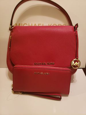 Croosbody Michael kors authentic brand new with wallet for Sale in Garden Grove, CA