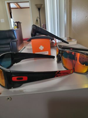 Authentic POLARIZED OAKLEYS AND SPY MOTO for Sale in Denver, CO