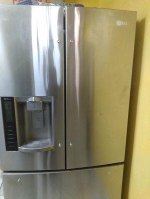 LG Fridge/Refrigerador for Sale in Los Angeles, CA